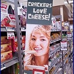 Meanwhile In America com Crackers Love Cheese
